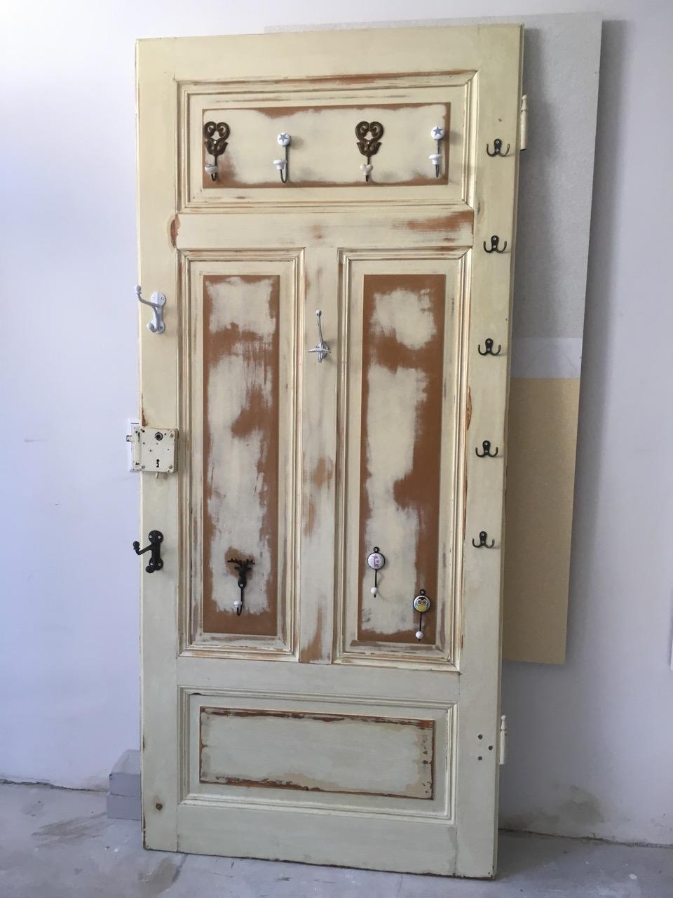 Garderoben-Tür im Antik-Look