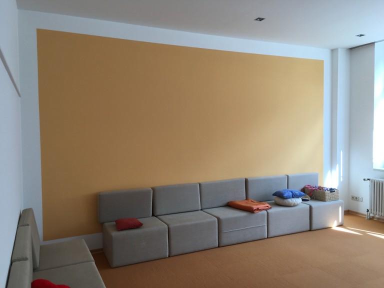Kreative Wandgestaltung im Wartezimmer