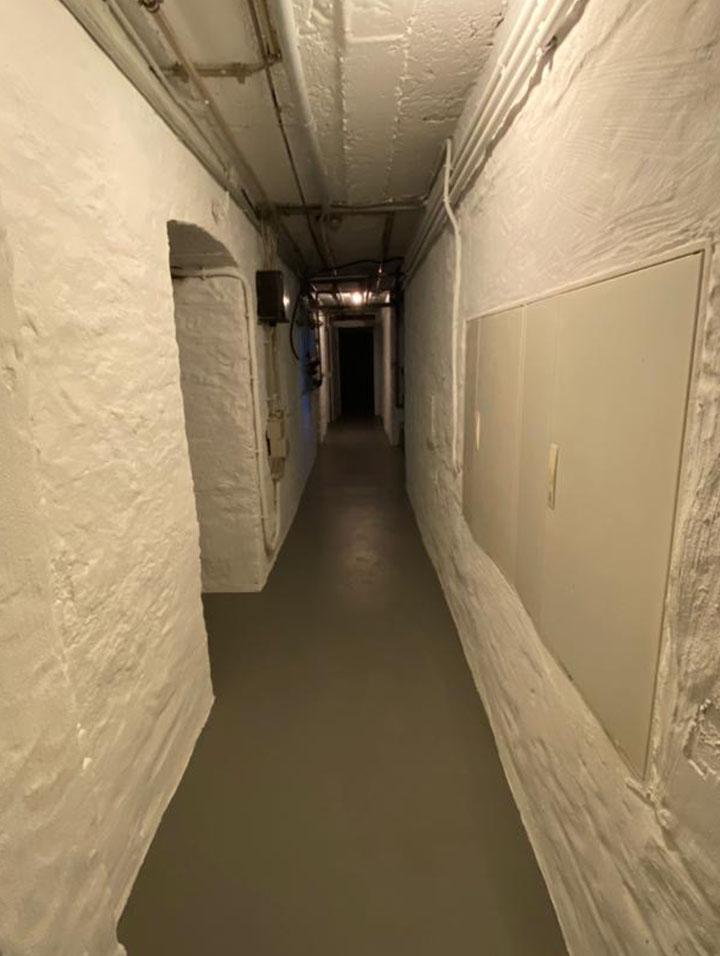 Weiße Wände im Keller