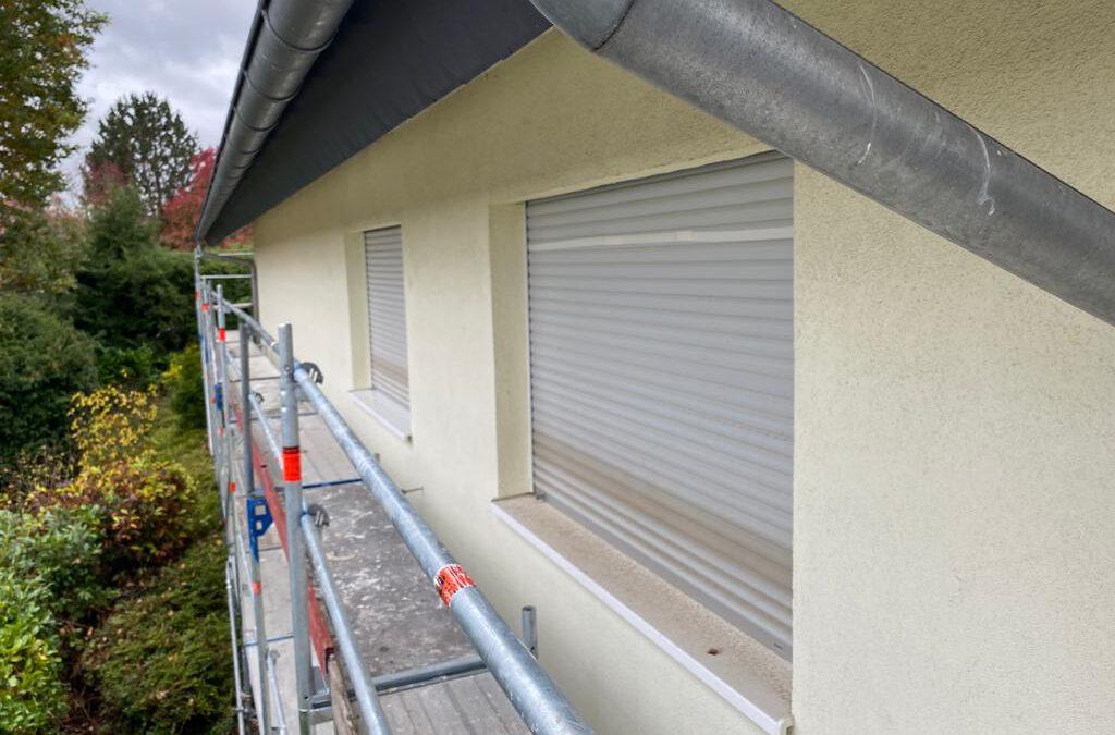 Fassade mit Dachholz